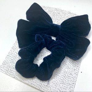 🔺5/$25🔺Hair velvet Scrunchie + Bow